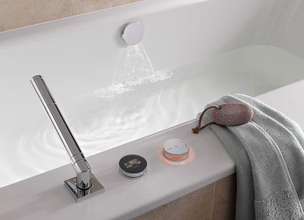 Elektroniczna armatura wannowa Multiplex Trio E firmy Viega czuwa nad właściwą temperaturą wody podczas napełniania wanny, a po osiągnięciu zaprogramowanego poziomu wody automatycznie odcina dalszy jej dopływ. Produkt jest łatwy i intuicyjny w obsłudze