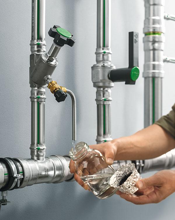 Zastosowanie średnic 64 mm ułatwia projektowanie bardziej higienicznych instalacji, wpływając na jakość wody użytkowej. Na zdjęciu instalacja w systemie Sanpress Inox