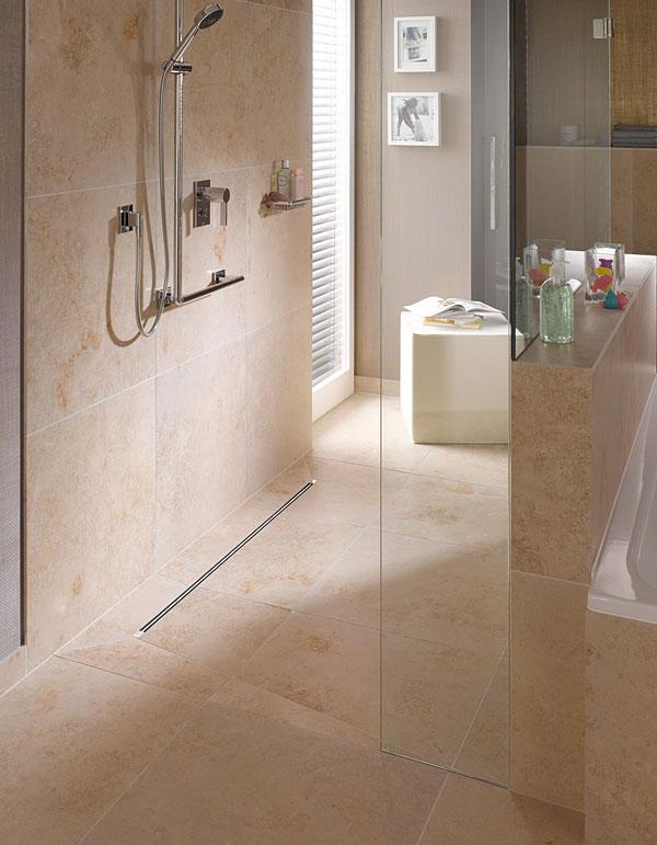 Odpływy liniowe Advantix Vario pozwalają zaprojektować atrakcyjny wizualnie i komfortowy prysznic z odpływem na poziomie posadzki.